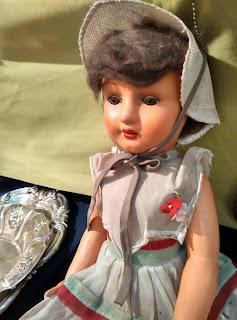 muñeca antigua en el desembalaje de antiguedades de arriondas