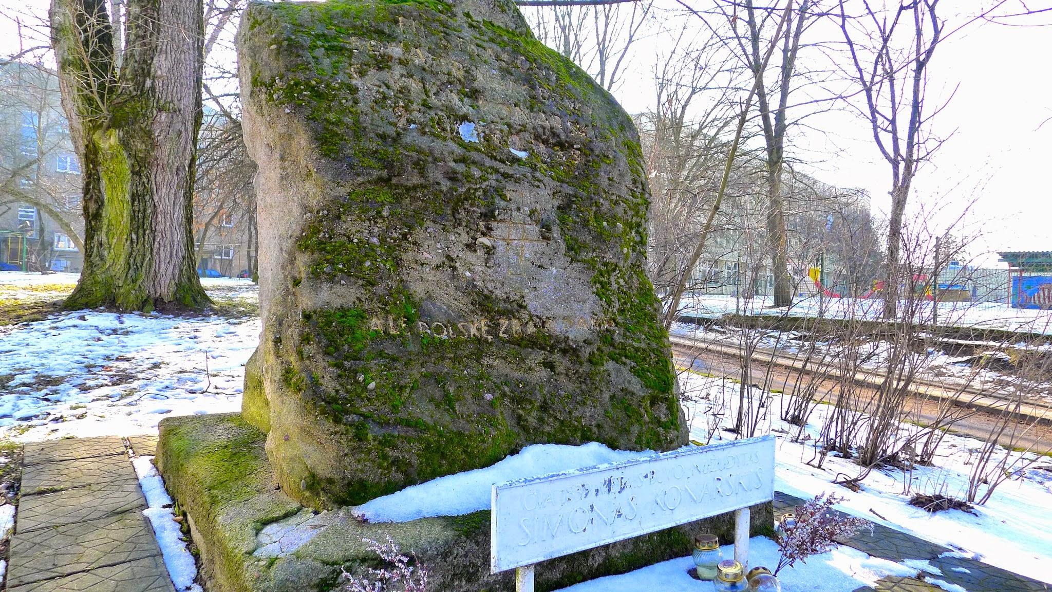 Akmuo pastatytas vietoje, kur buvo sušaudytas Simonas Konarskis