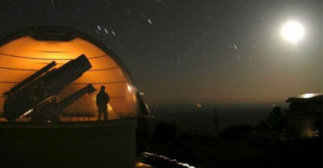 Case Western Reserve' s telescope at the Warner & Swasey Observatory in Arizona.  (Time-lapse photo by Steven Janowiecki)