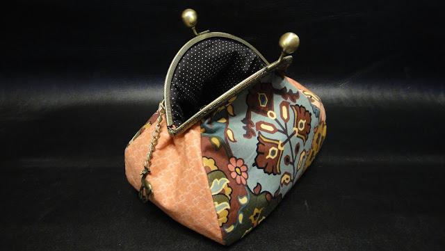 """В восточном стиле сумочка косметичка """"Восточная лань"""" с изящной подвеской: розовый, винтажный винный"""