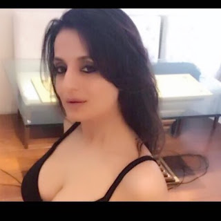 bollywood-actress-ameesha-patel-shares-hot-and-bold-photos-on-social-media