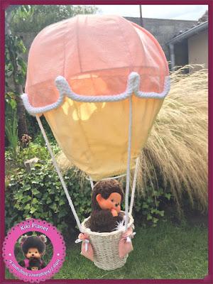 montgolfière la haut monchhichi kiki film  atterrissage amusement kiki heureux copain explorateur aventure Indiana jones film héros