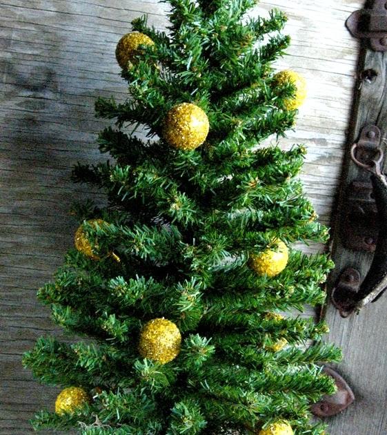 Nostalgic Christmas Decorations: Magia Mia: Nostalgic Christmas Decor