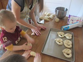 Lunchtime Soft Pretzels {The Unlikely Homeschool}