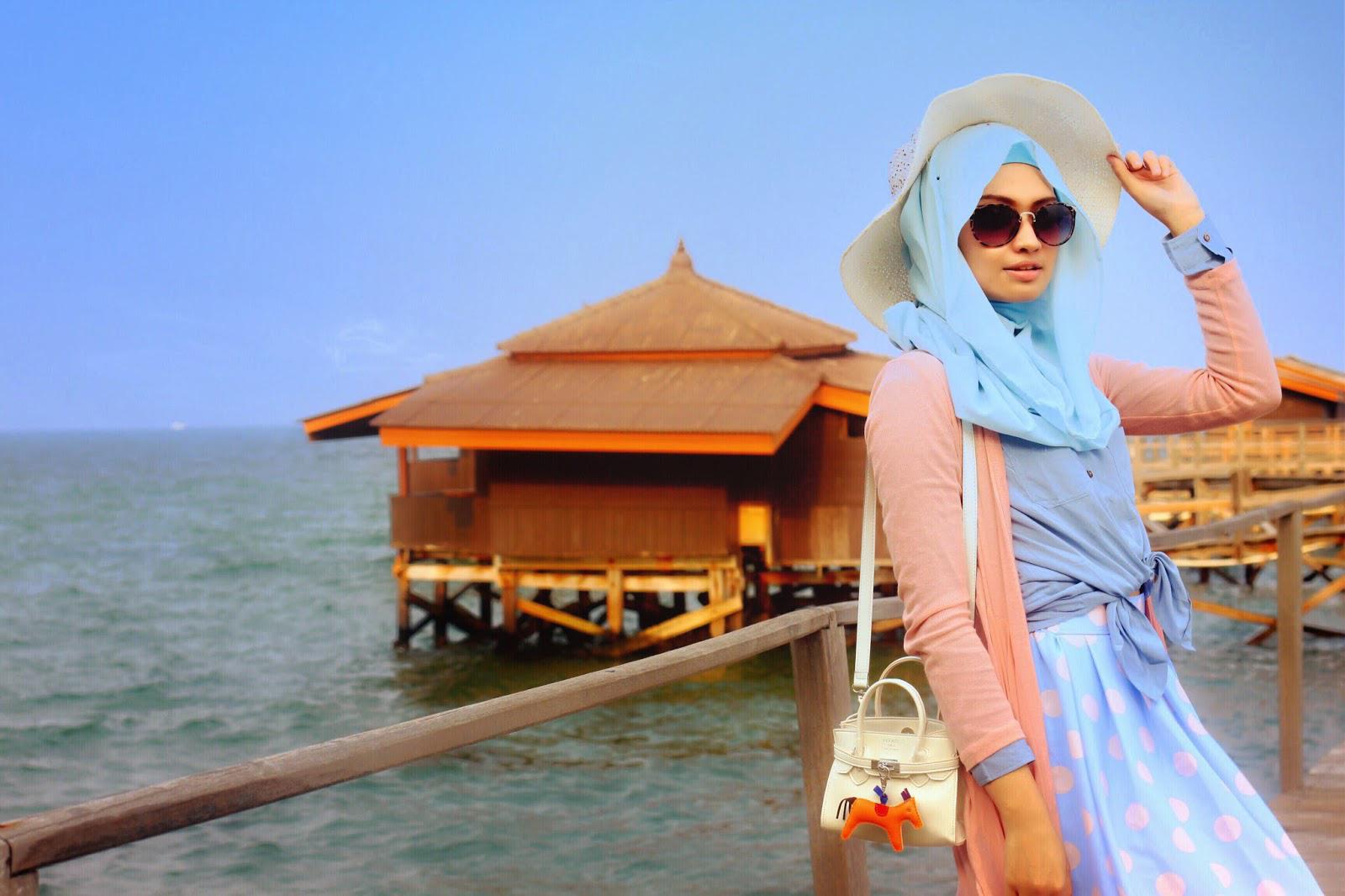 padu padan hijab ke pantai