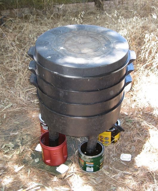 Put Water Filled Coffee Cans On Each Of The Legs If Your Bins Have Such As This Can O Worms Ants T Cross