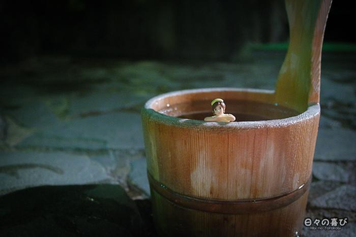 fuchiko dans le seau d'un onsen