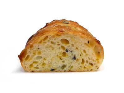 2種のオリーブとレッドチェダーのお食事パン   JOHAN(ジョアン)