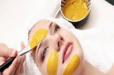 قناع العسل و الكركم لتفتيح و ازالة البقع من بشرة الوجه