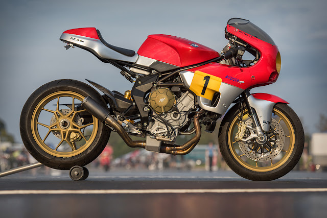MV Agusta 750 Sport Front look Tail Look