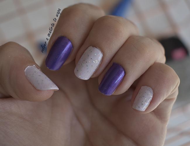 Manicura en tonos morado y plata, con Masglo