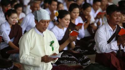 วันที่ 27 สิงหาคม 2560 ชาวพม่ากว่า 7,000 คน ร่วมงานทอดผ้าป่า เนื่องในวันธรรมชัย ณ วัดพระธรรมกาย