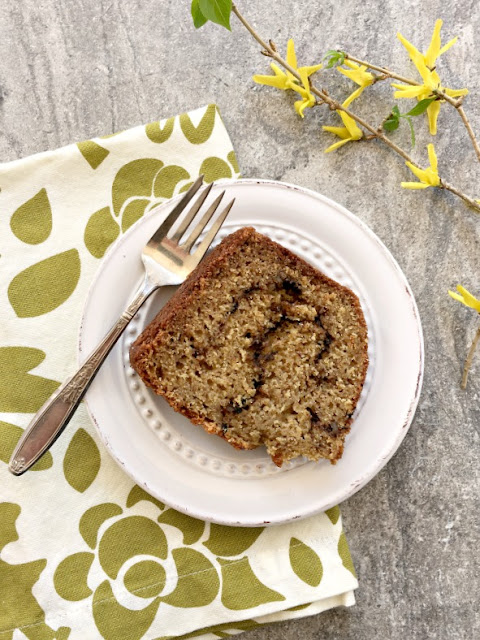 Cardamom coffee cake, A richly flavoured sour cream coffee cake made with stoneground flour.