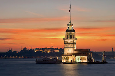 Pemandangan Maiden's Tower ketika senja