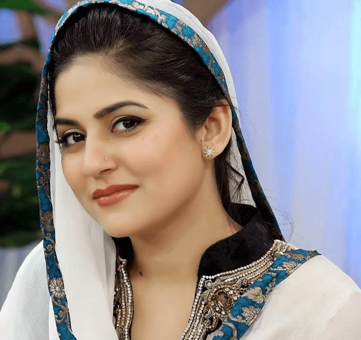 sanam bloach pakistani lollywood actress hd wallpaper