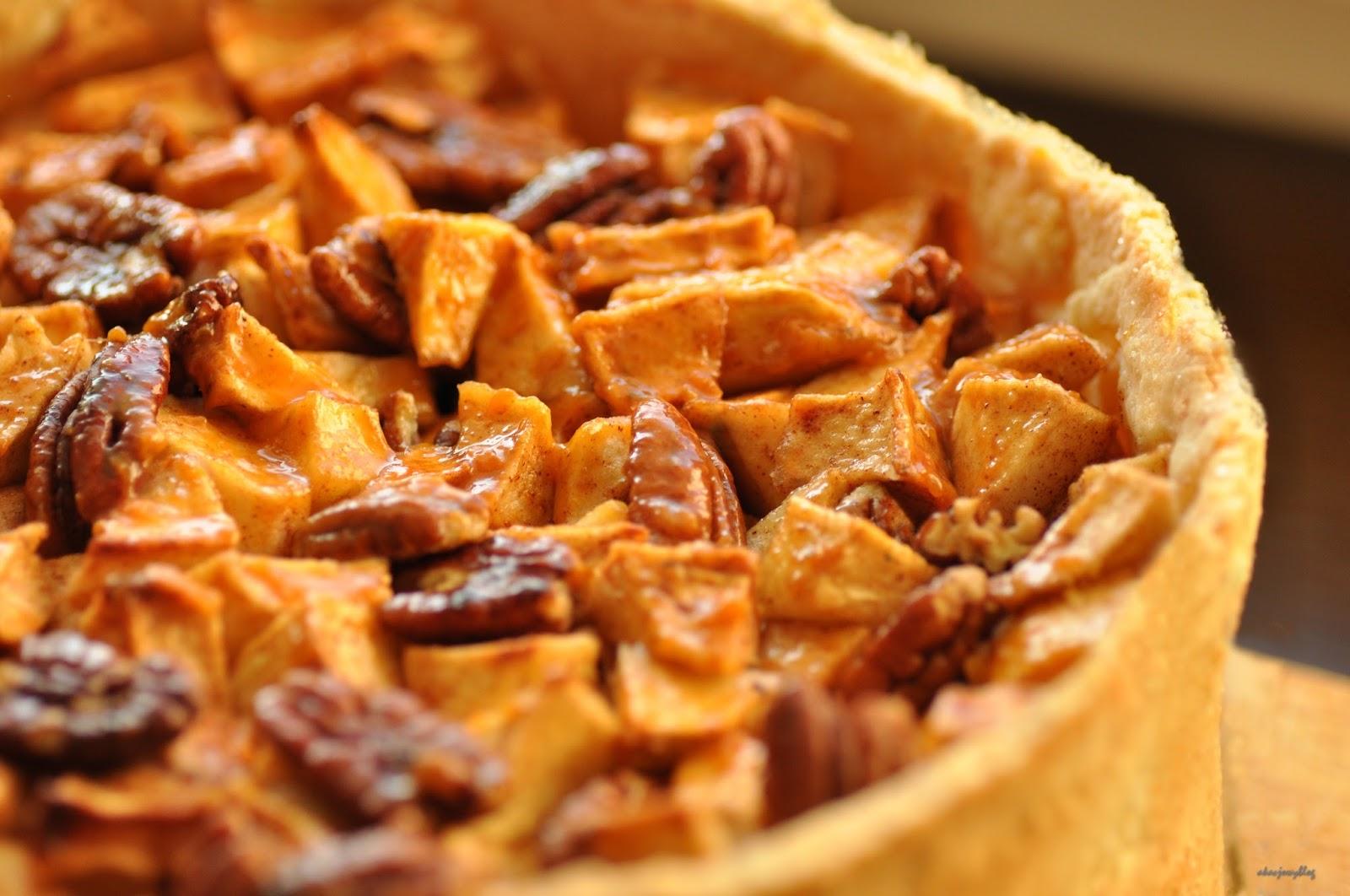 Kruche ciasto jabłkowo - pekanowe.