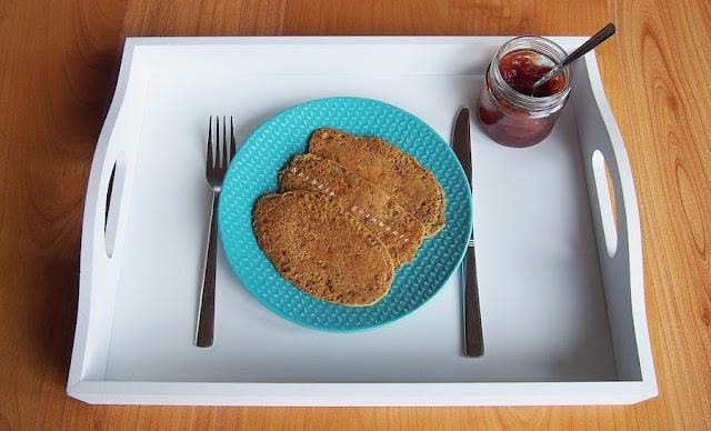 Wegańskie placuszki ze zmielonych ziaren i mąki kasztanowej