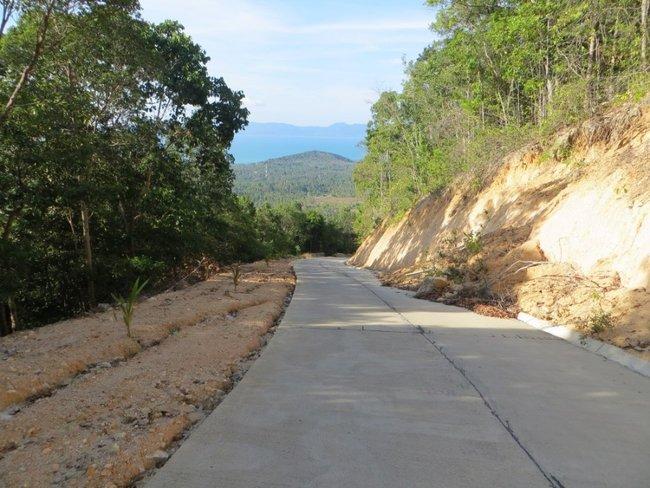 Обвал земли на дорогу