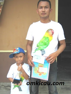 Kayu Sengon Ajaip yang Mampu Meredam Birahi Burung Lovebird