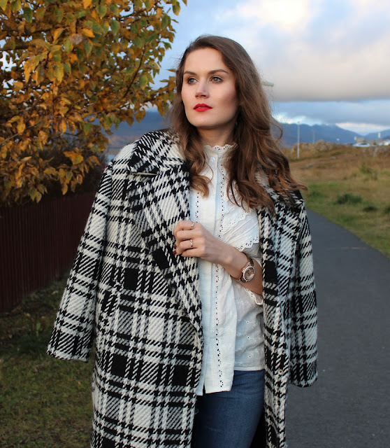 sister_jane_white_shirt_zara_checked_coat