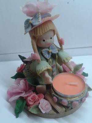 świecznik z postacią