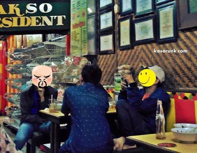 suasana kedai di Bakso Presiden Malang