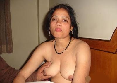 Indian Potitaloy Sonagasi Porn Girls Sucking Boobs With Coustomer Xxx Photo