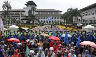 Daftar Upah Minimum 2019 Kota/Kabupaten di Jawa Barat, UMK Bandung Rp3,3 Juta