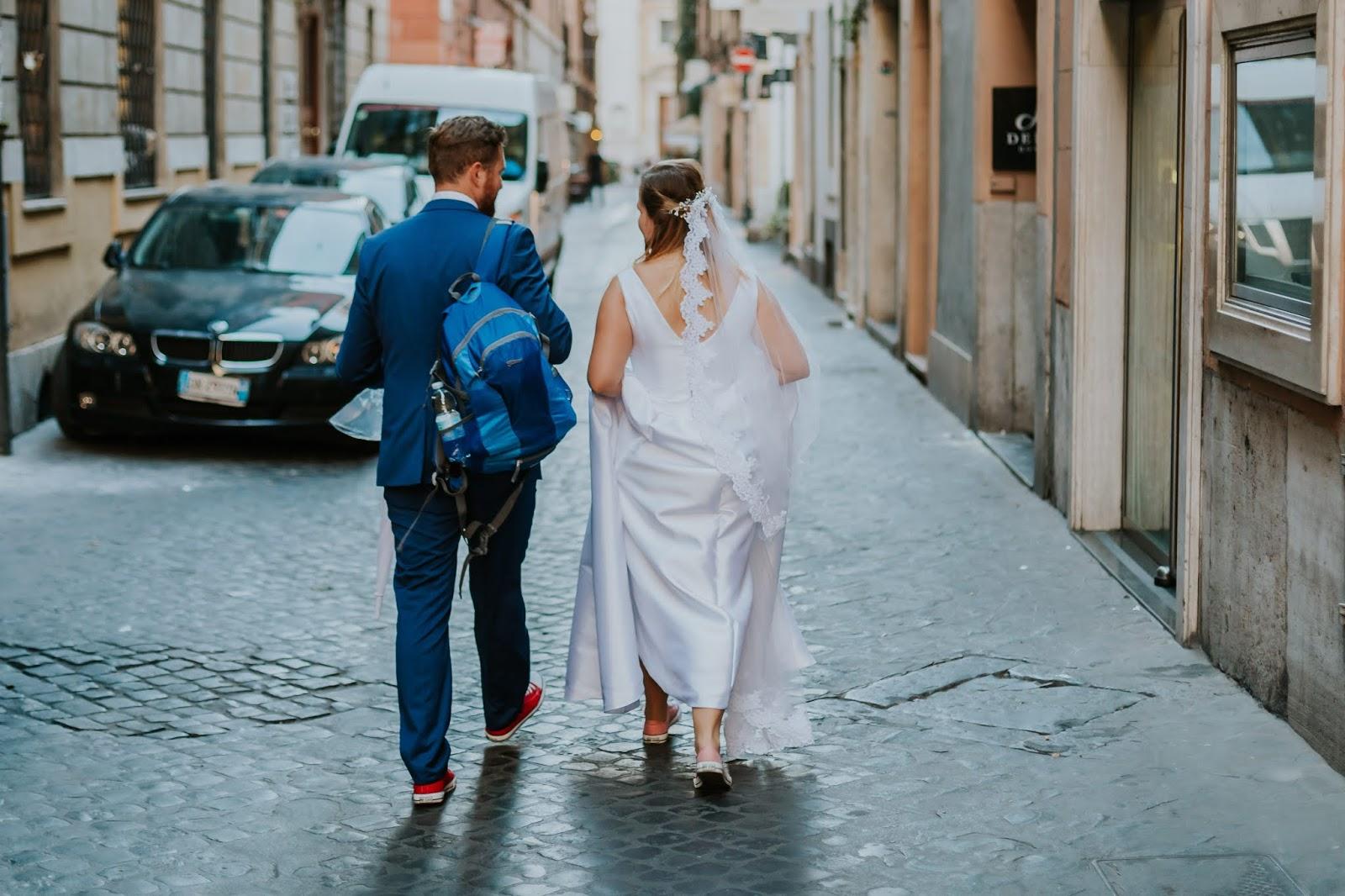 f0521115a22288 ... że zaczęłam pisać bloga weselnego i pochylam się nad postem dotyczącym  zapraszania gości weselnych, powiedziała mi, że jest jedna prosta zasada -  zaproś ...