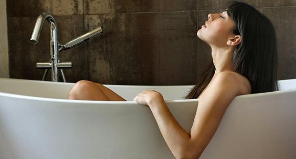 При повышенном давлении можно принимать ванну