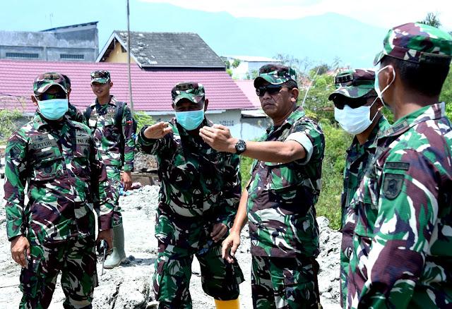 Prajurit Kogasgabpad Ratakan Area Likuifaksi di Petobo Palu