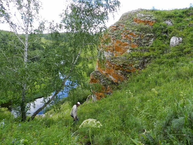 Спуск к Зотинской пещере