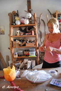 Anja en el taller de su casa en Alicante