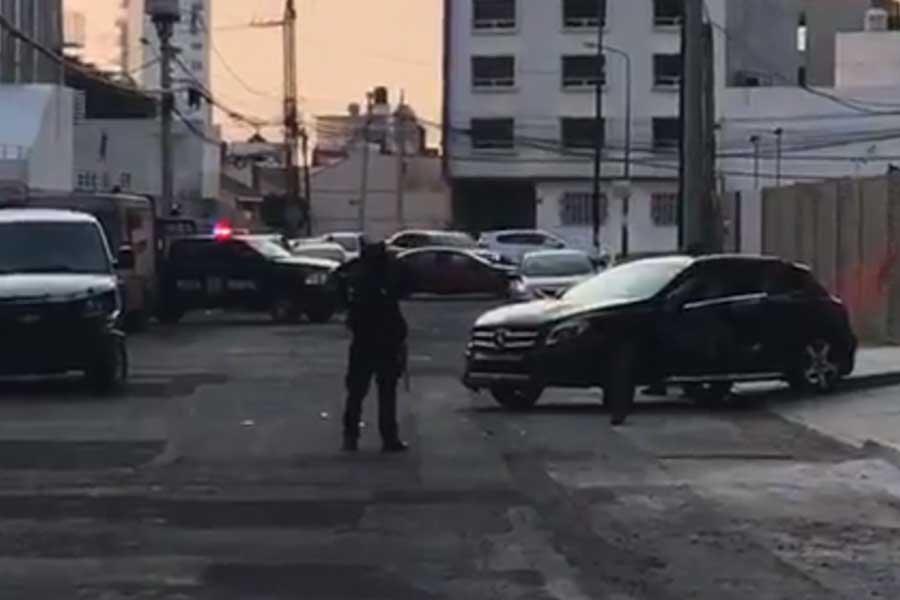"""Tras persecución Policía Federal capturan a """"El Ray"""", líder del CJNG en Puebla."""