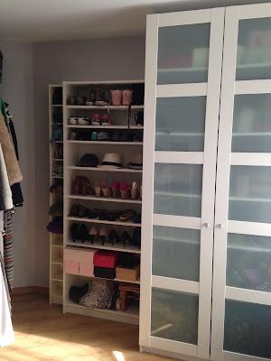 Tener un vestidor en casa, convertir una pequeña habitación en vestidor