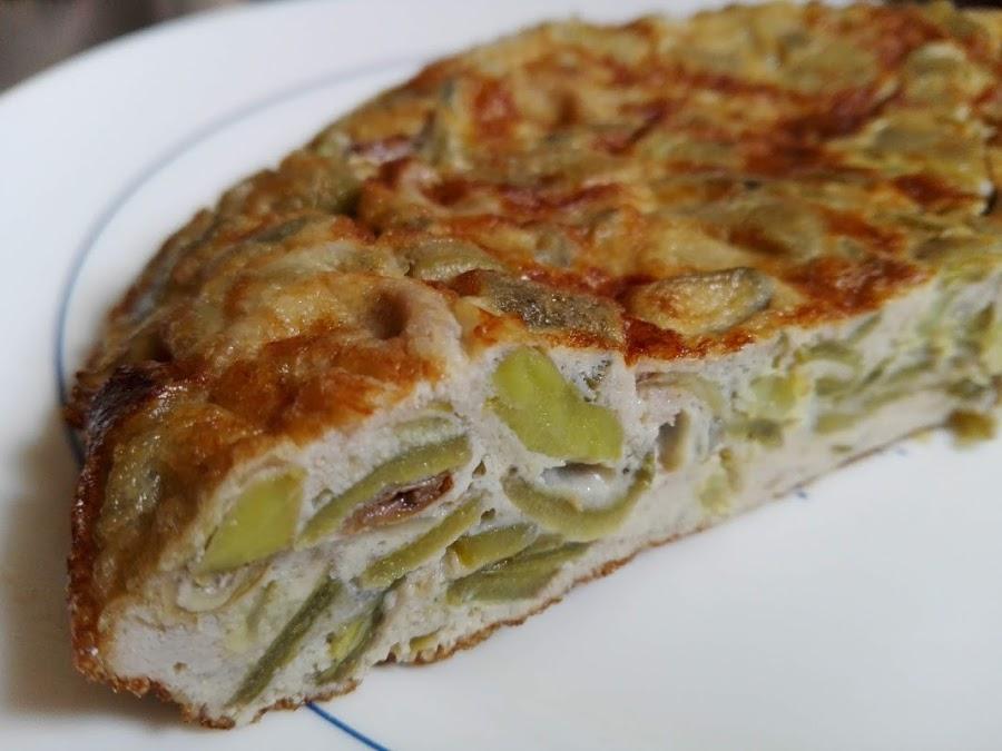 Tortilla de habas tiernas y cebolla