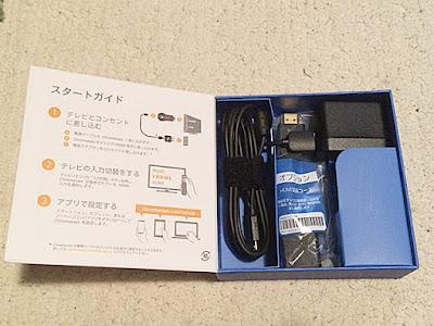 底には電源用のUSBケーブルとアダプター、HDMI延長コード
