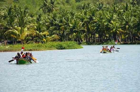 Perahu sungai Maron Pacitan Gambar