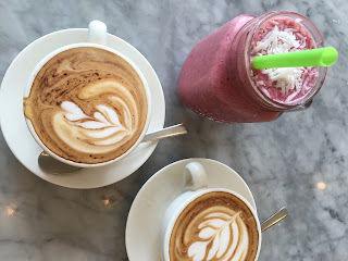 Kaffee und Smoothies im Cafe Organic in Seminyak Bali