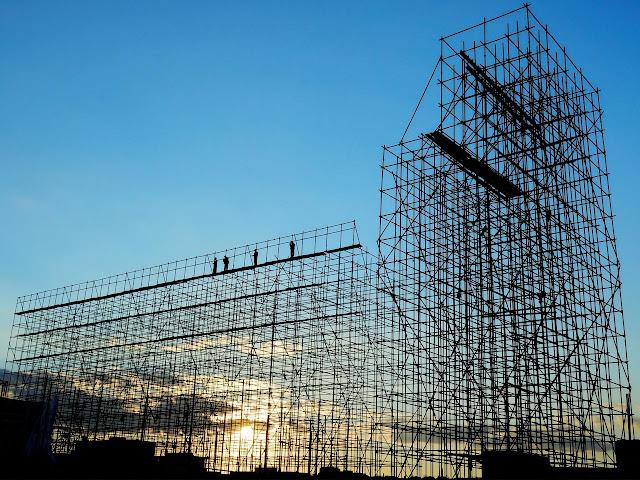 Menggunakan Scaffolding Untuk Bangunan Tinggi