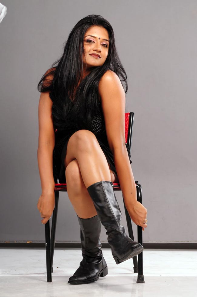 Vimala Raman Hot Legs Show in Black Dress