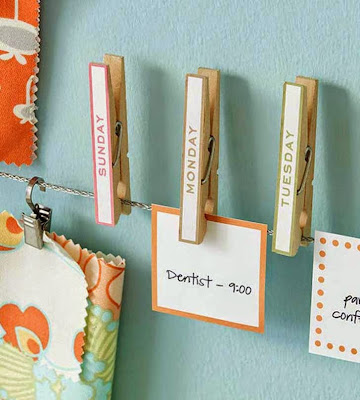 Calendario DIY con ganchos de ropa y post tips