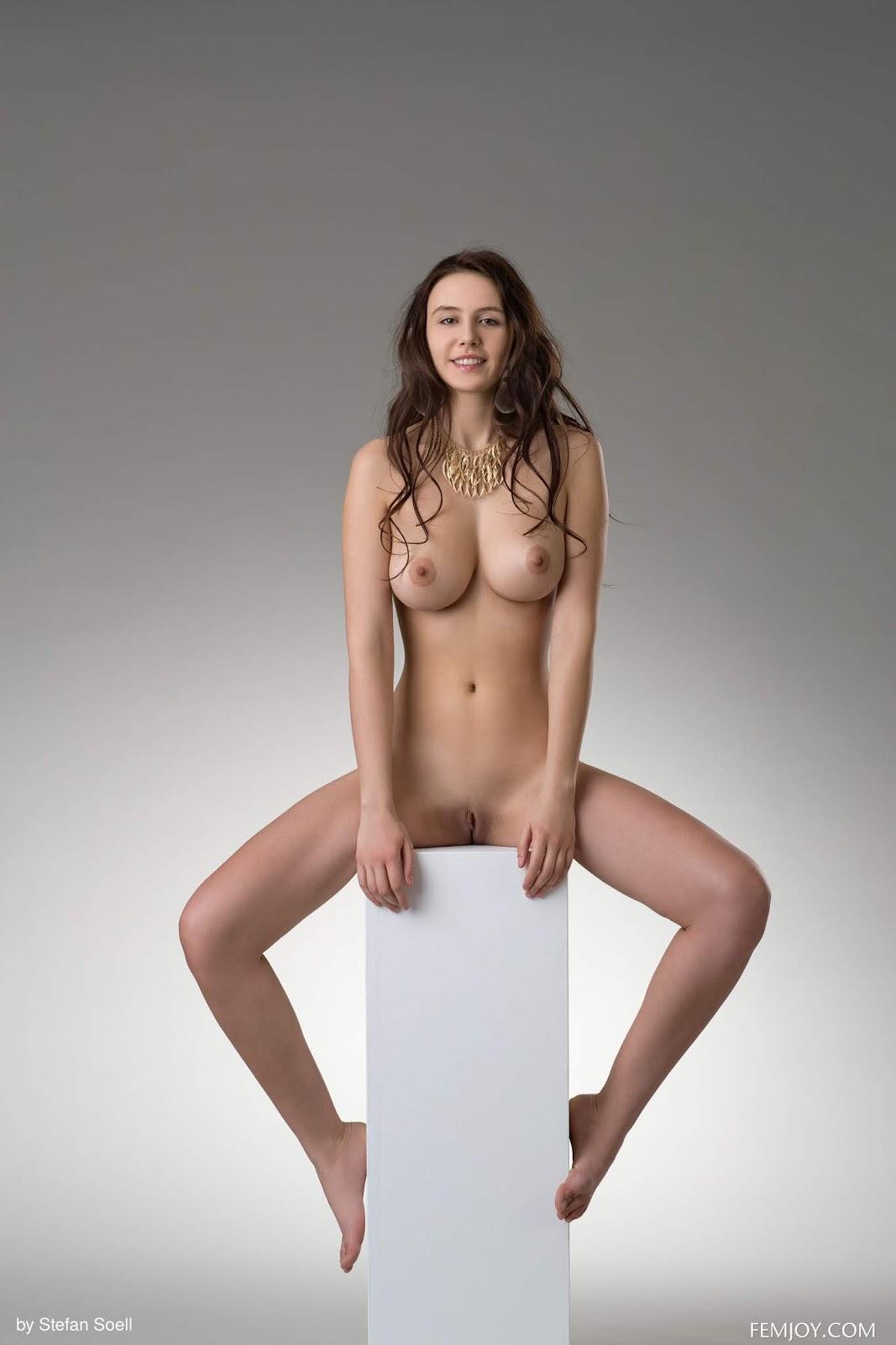 Видео в студии моделей голые