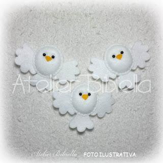 """alt=""""pombinha branca artesanato em feltro"""""""