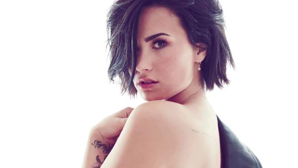 """Demi Lovato regrava e arrasa em versão de """"I Will Survive"""" para """"Angry Birds: O Filme""""!"""