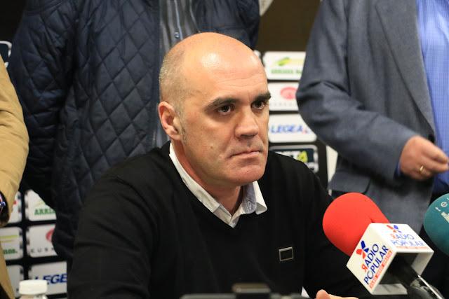 Orlando Sáiz, durante la rueda de prensa de la junta directiva