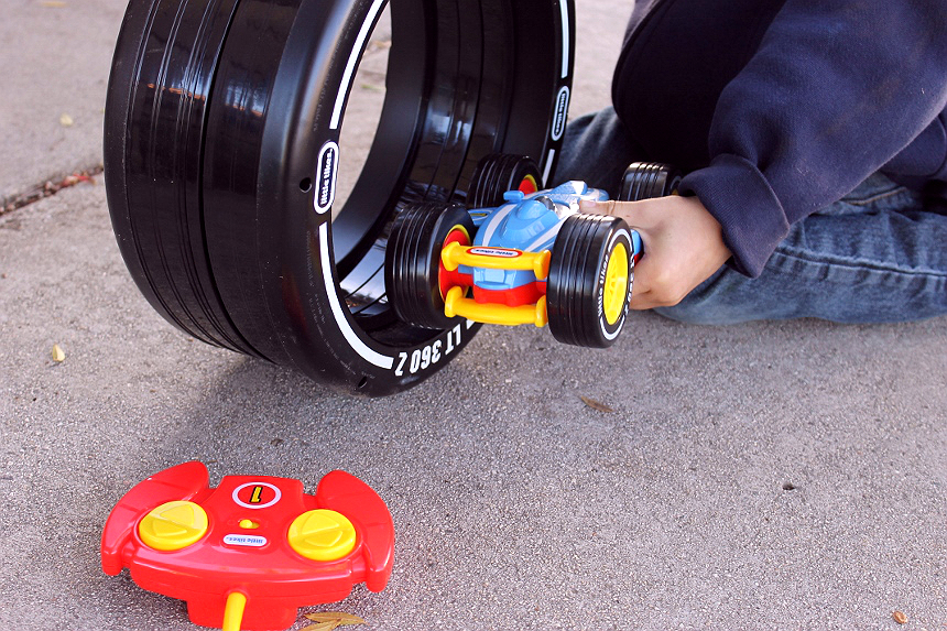 The Little Tikes RC Tire Twister helps children as young as age 3 begin building dexterity skills through remote control play. Siblings will love to help teach with the car that operates both inside the unique tire track and outside.