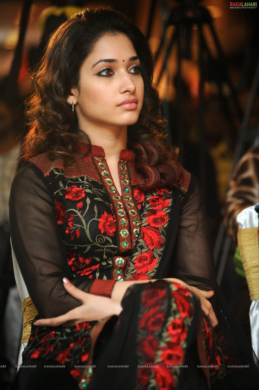 Trisha Hd Cute Wallpapers Beautiful Indian Actress Picture Photo Collection Tammana