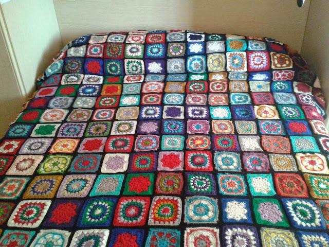 Colchas y cobertores fulares portabebes kangutingo - Colchas de patchwork hechas a mano ...