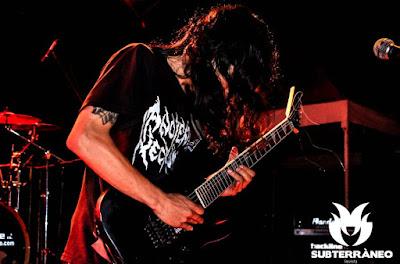 Guitarrista de technical death metal colombiano tocando en vivo